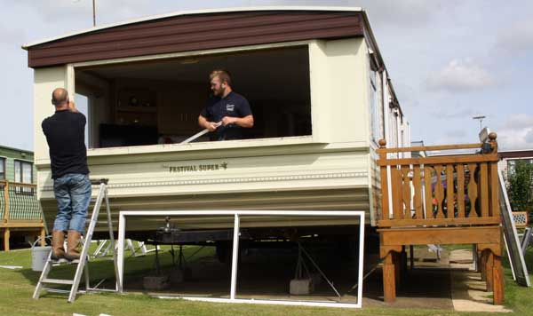 fitting-static-caravan-double-glazing